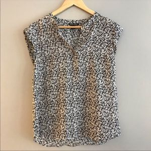 5/$25 Hilary Radley Abstract Print Blouse